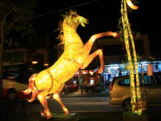 Tác phẩm đèn lồng hình ngựa có tên Mã đáo thành công của học sinh Trường Tiểu học Cẩm Phô, TP Hội An