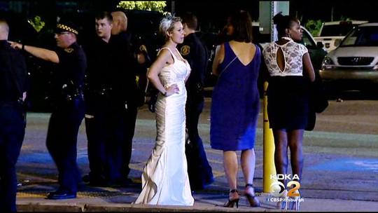 Cô dâu đứng chết lặng trong ngày đáng nhớ của mình vì chú rể bị tống giam. Ảnh: CBS Local