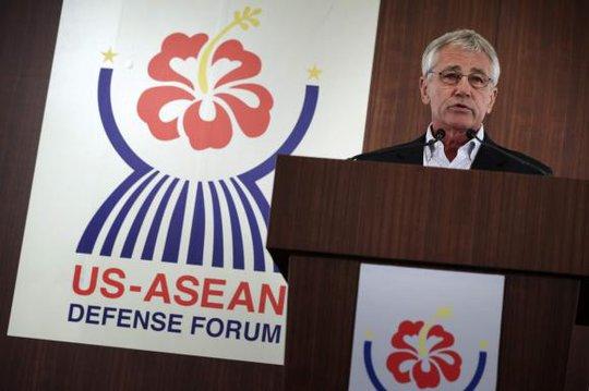 Bộ trưởng Quốc phòng Mỹ Chuck Hagel nói trong cuộc họp báo của Hiệp hội các quốc gia Đông Nam Á (ASEAN) ở Honolulu, Hawaii, ngày 3-4. Ảnh: Reuters