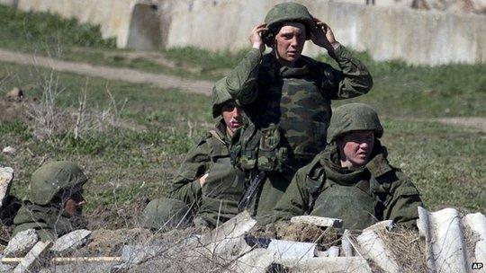 Lính Nga hiện diện tại thành phố Feodosia những ngày gần đây. Ảnh: AP