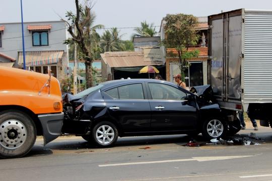 Ba xe dính chùm nhau do không giữ khoảng cách an toàn