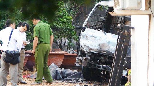 Hiện trường vụ tai nạn cần cẩu vướng vào dây điện khiến ông Cho bị điện giật và chết cháy