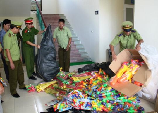 Số đồ chơi bạo lực xuất xứ Trung Quốc được lực lượng liên ngành Thanh Hóa bắt giữ