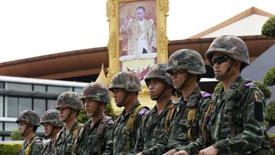 Quân đội Thái Lan tập trung ở thủ đô Bangkok hôm 20-5 sau khi tình trạng thiết quân luật được ban bố. Ảnh: EPA