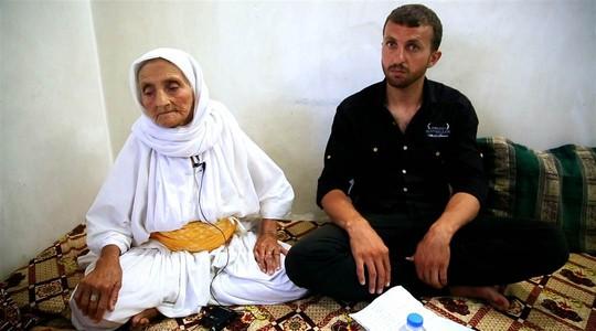 Anh Assad Haig và người bà 84 tuổi của mình. Ảnh: Global Post