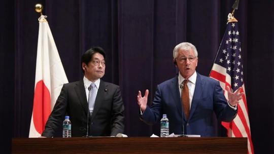 Bộ trưởng Quốc phòng Nhật Bản Itsunori Onodera và người đồng cấp Mỹ Chuck Hagel. Ảnh: AP