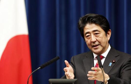 Thủ tướng Shinzo Abe của Nhật Bản tố Trung Quốc có hành động xâm lược giống Nga. Ảnh: Reuters
