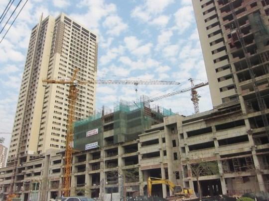 Doanh nghiệp bất động sản cho rằng giá nhà ở sẽ giảm thêm nữa nếu bớt các thủ tục rườm rà khi đầu tư dự án.