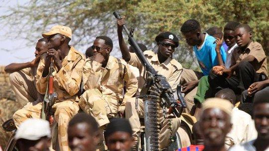 Hai bộ lạc Messiria và Salamat đụng độ tại khu vực Um Dokhon, bang Darfur. Những cuộc chiến sắc tộc vẫn nổ ra vì tranh chấp đất đai và dầu mỏ ở Sudan. Ảnh: Indileak