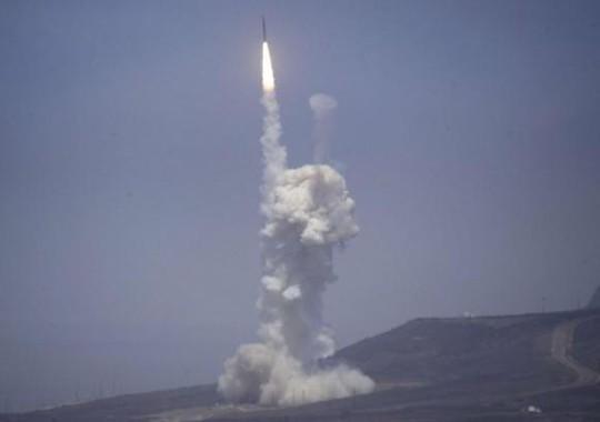 Mỹ đánh chặn thành công tên lửa đạn đạo tầm xa hôm 22-6 tại căn cứ bang California. Ảnh: Reuters