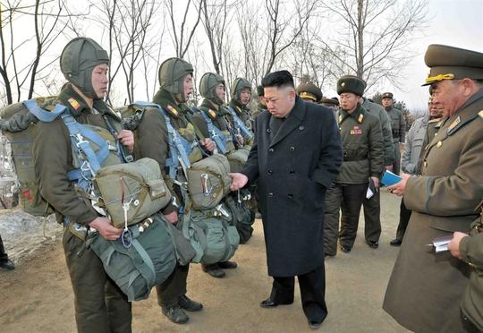 Bình Nhưỡng vừa tổ chức diễn tập quân sự bảo vệ Kim Jong-un khỏi một cuộc ám sát. Ảnh: Curiosity Splash
