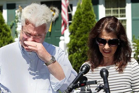 Cha mẹ nhà báo James Foley, ông John Foley và bà Diane Foley. Ảnh: AP