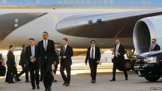 Mật vụ theo sau bảo vệ Tổng thống Mỹ Barack Obama. Ảnh: Reuters