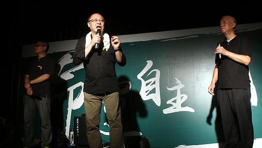 Ông Benny Tai (giữa), một trong những người dẫn đầu phong trào Chiếm lĩnh trung tâm. Ảnh: Reuters
