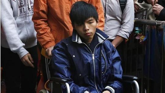 """""""Trước khuyến cáo mạnh mẽ của các bác sĩ, tôi đã ngừng thực"""" - Joshua Wong cho biết. Ảnh: Reuters"""