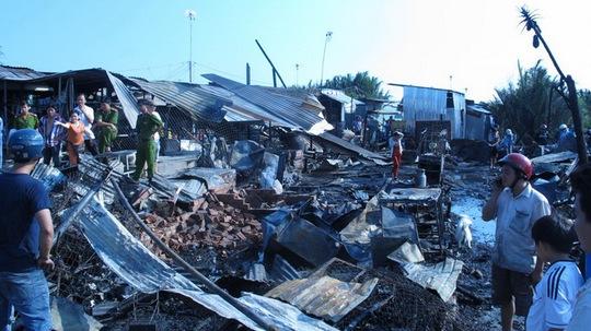 Cảnh tượng hoang tàn sau vụ cháy. Ảnh: Tuổi Trẻ