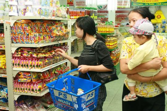 Hầu như các siêu thị đều có chương trình khuyến mại nhằm tăng sức mua của người tiêu dùng. Ảnh: Chí Cường