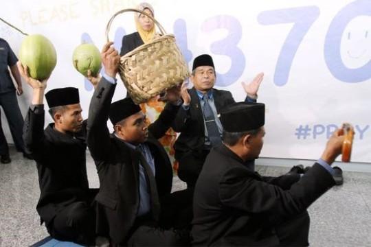 Bộ trưởng Malaysia đòi bắt nhà ngoại cảm