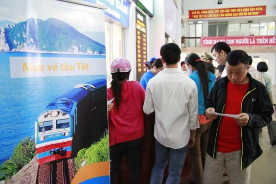 Số lượng hành khách quá cao nên xảy ra tình trạng sốt vé