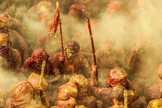 Ảnh Ioulia Chvetsova, Pháp tại đền Krishna, Nandgaon, Mathura, bang Uttar Pradesh, Ấn Độ.