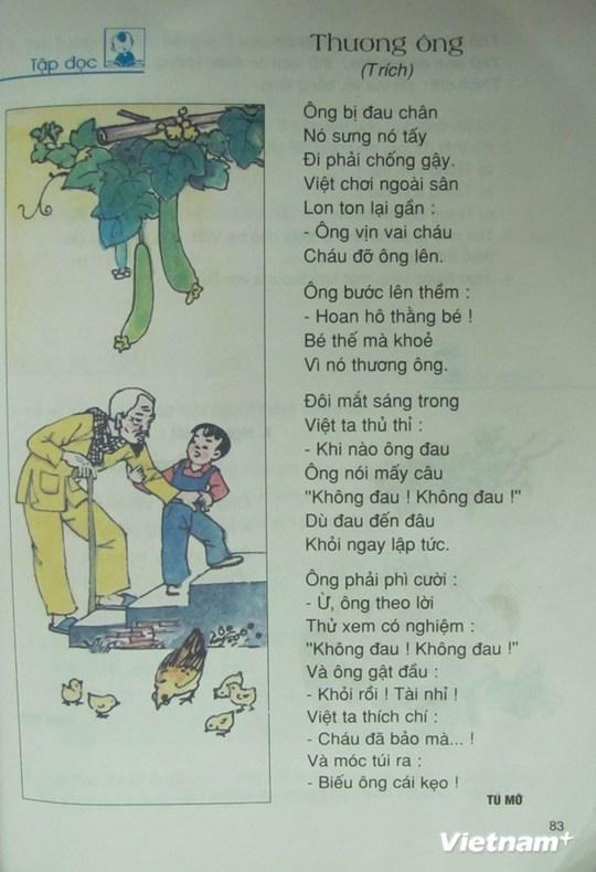 Bài thơ Thương ông trích trong sách Tiếng Việt lớp 2, tập một. (Ảnh: PV/Vietnam+)