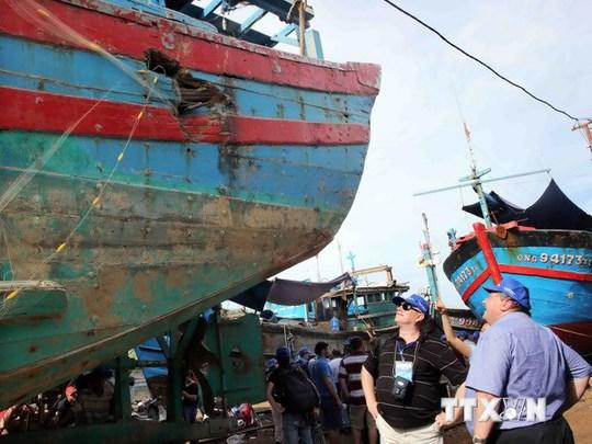 Tàu cá ĐNa 90152 bị tàu Trung Quốc tấn công đâm chìm trên vùng biển Việt Nam. Ảnh: Trần Lê Lâm/TTXVN