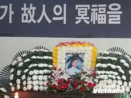 Lễ an táng chị Đỗ Thị Mỹ Tiên tại Hàn Quốc. (Ảnh do Cộng tác viên trong Cộng đồng người Việt tại khu vực Chonlanam-do cung cấp)