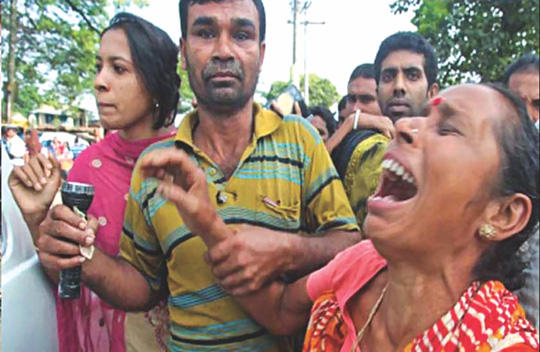 A relative in tears at Barobazar level crossing in Jhenidah after a train rammed a bus killing 11 people early yesterday. Photo: Star