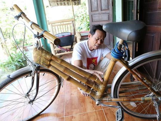 Chiếc xe đạp bằng nguyên liệu tre gai. (Ảnh: Trần Lê Lâm/Vietnam+)