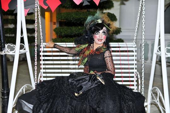 Thúy Nga quậy tưng trong tiệc Halloween