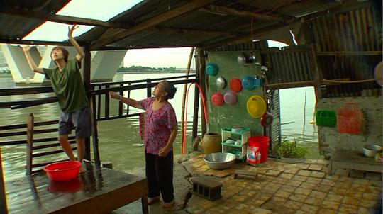 Đông Dương (Minh Hằng) và bà nội. Ảnh: Facebook