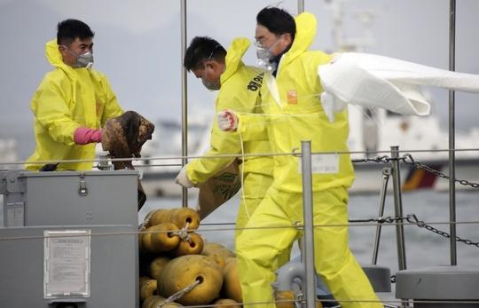 Đội cứu hộ đang tìm kiếm nạn nhân vụ chìm tàu