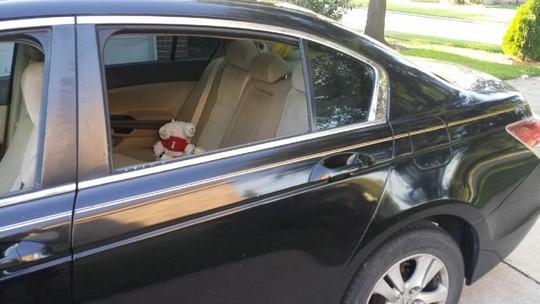 Chiếc xe bị đập vỡ kính