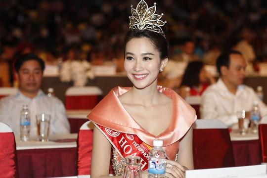 Hoa hậu Việt Nam 2012 Đặng Thu Thảo đẹp rạng rỡ, có mặt tại đêm chung kết