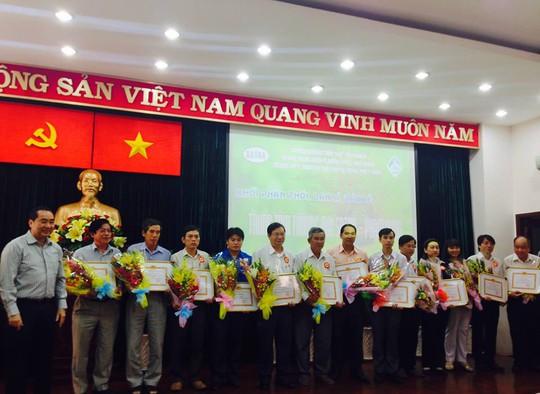 Khen thưởng các tập thể thực hiện tốt cuộc vận động Người Việt Nam ưu tiên dùng hàng Việt Nam