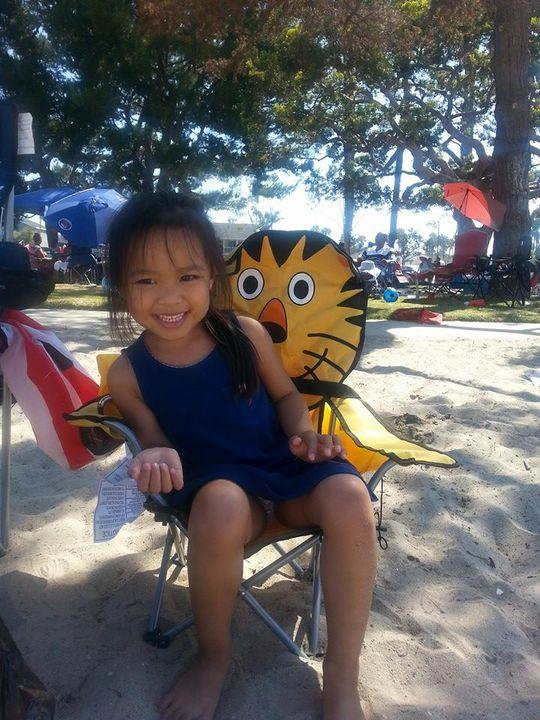 Con gái Việt Hương chơi một mình trong những ngày mẹ về Việt Nam