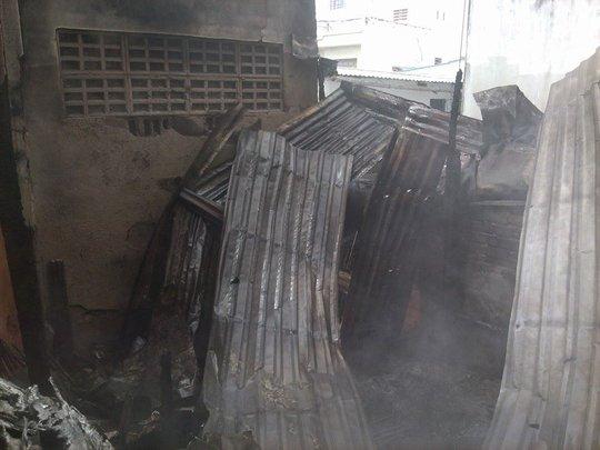 Cháy nhà tại trung tâm thương mại Cái Khế