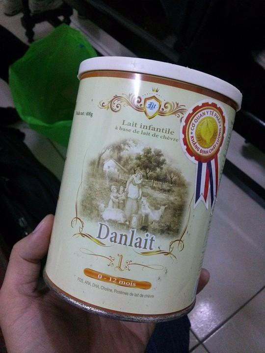 Hộp sữa Danlait được mang đến toà