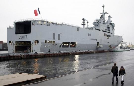 Tàu Mistral Pháp đóng cho Nga đang neo đậu tại