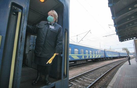 Trước đó, Ukraine tuyên bố ngừng dịch vụ xe buýt và tàu lửa đến Crimea vì lý do an ninh. Ảnh: ITAR-TASS