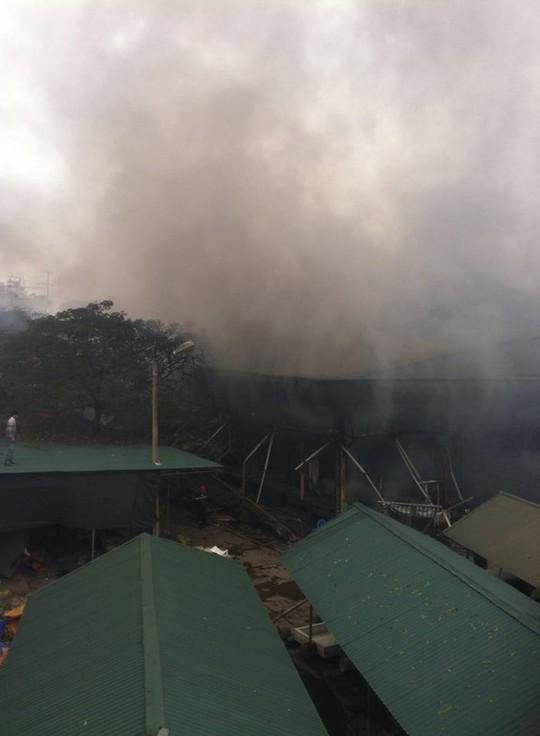 Cận cảnh khu vực cháy chợ - ảnh otofun