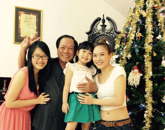 Hạnh phúc bên cha và các cháu