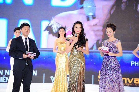 Nguyễn Cao Kỳ Duyên trong phần thi ứng xử