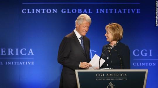 Monica Lewinsky có thể khơi lại khó khăn cho nhà Clinton giữa lúc bà Hillary được đánh giá cao cho cuộc đua tổng thống Mỹ năm 2016. Ảnh: CNN