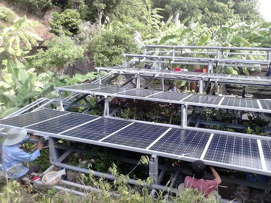 Lắp đặt pin năng lượng mặt trời cho Trạm Biên phòng bán đảo Sơn Chà, tỉnh Thừa Thiên - Huế Ảnh: SOLARBK