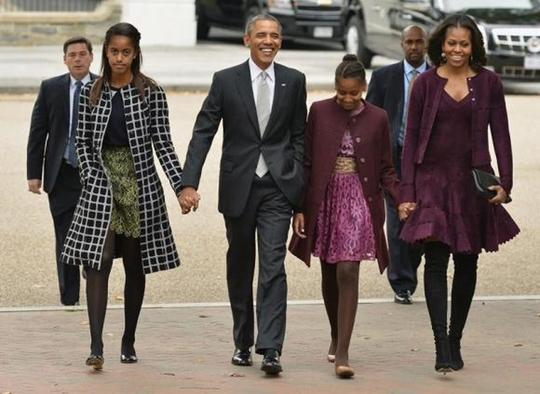 con gái lớn Malia, Tổng thống Obama, Sasha và bà Michelle. Ảnh: (Reuters)