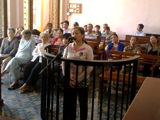 Bảo mẫu Lê Thị Cúc Hoa tại phiên tòa