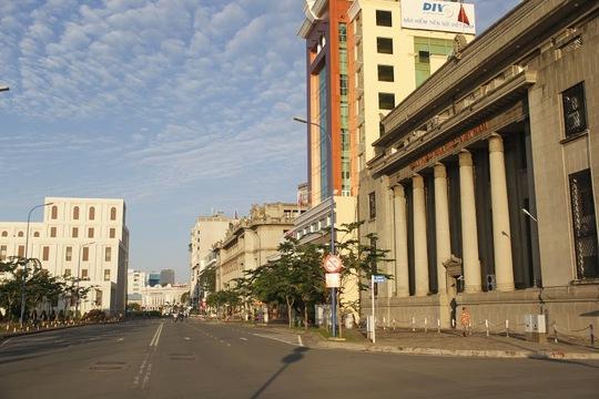 Đợt nghỉ lễ 2- 9 năm nay kéo dài 4 ngày nên phần đông người Sài Gòn chọn cách về quê. (ảnh chụp tại Đại lộ Võ Văn Kiệt).
