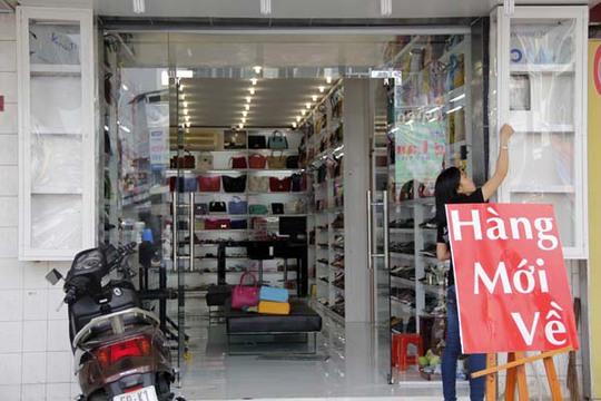 Sản phẩm túi xách ít được để ý dù cửa hàng thông báo có nhập thêm hàng mới về.