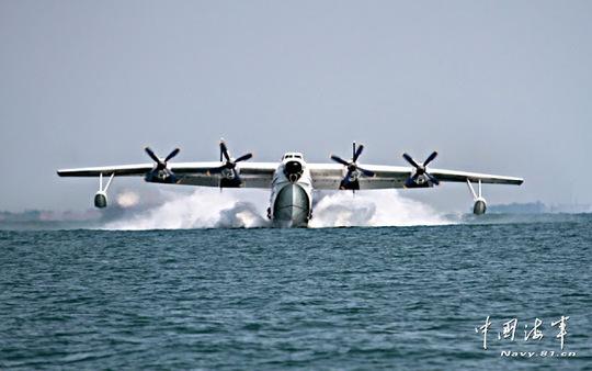 Một máy bay của hải quân Trung Quốc bị rơi ở vùng biển gần thành phố cảng Thanh Đảo năm ngoái. Ảnh: Asian Defence News